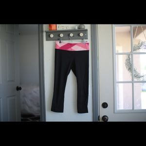 Black lulu cropped with pink waist